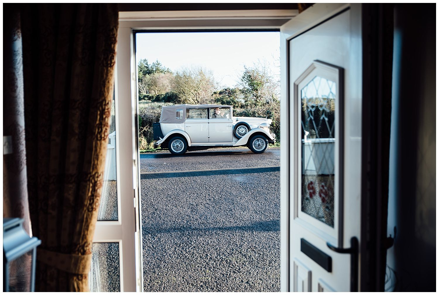 This image has an empty alt attribute; its file name is Winter-Wedding-on-Lusty-Beg-Island-County-Fermanagh-Northern-Ireland-Photographer-Gemma-G-25.jpg
